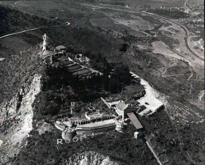 Enterreno - Fotos históricas de chile - fotos antiguas de Chile - Vista aérea del Cerro San Cristóbal en 1937