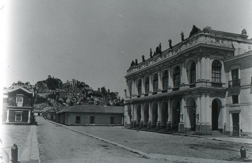 Enterreno - Fotos históricas de chile - fotos antiguas de Chile - Teatro Municipal de Santiago, 1880