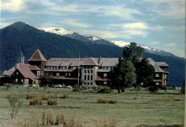 Enterreno - Fotos históricas de chile - fotos antiguas de Chile - Hotel Pirihueico,1980