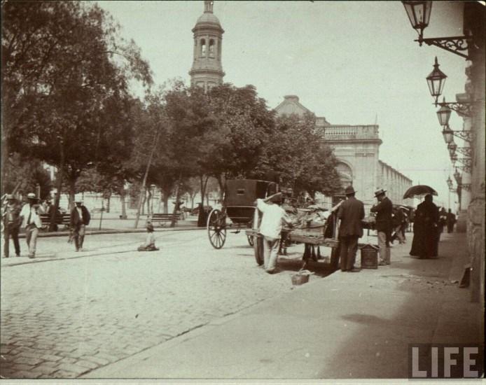 Enterreno - Fotos históricas de chile - fotos antiguas de Chile - Plaza de Armas de Santiago 1900