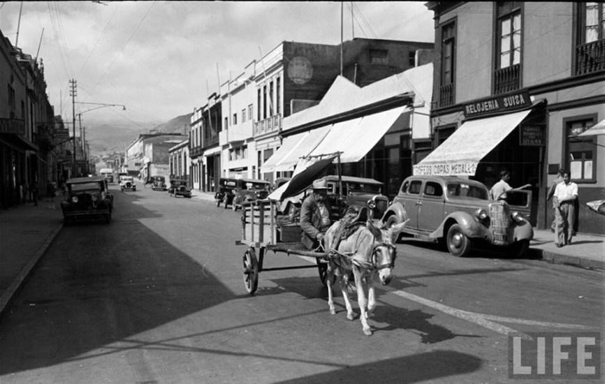 Enterreno - Fotos históricas de chile - fotos antiguas de Chile - Calle, junion de 1950