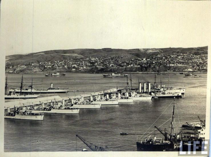 Enterreno - Fotos históricas de chile - fotos antiguas de Chile - Valparaíso y el molo de abrigo, ca. 1930