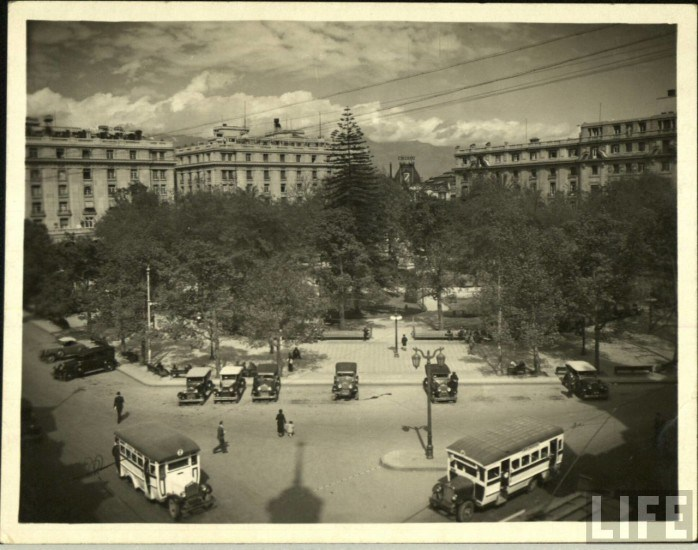 Enterreno - Fotos históricas de chile - fotos antiguas de Chile - Plaza de Armas de Santiago, ca. 1930