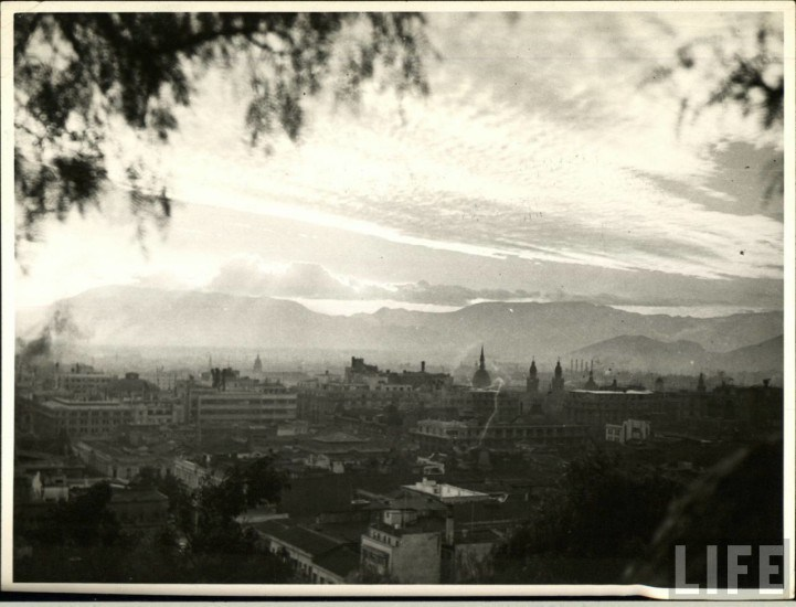 Enterreno - Fotos históricas de chile - fotos antiguas de Chile - Vista desde el Cerro Santa Lucía, ca.1930s