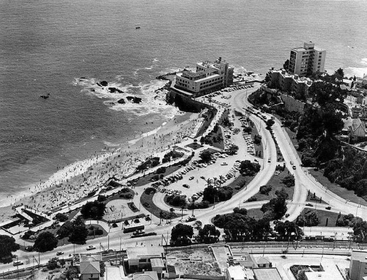 Enterreno - Fotos históricas de chile - fotos antiguas de Chile - El Hotel Miramar de Viña del Mar en Avenida La Marina en el año 1964