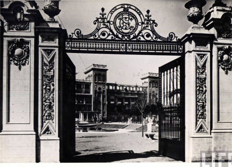 Enterreno - Fotos históricas de chile - fotos antiguas de Chile - Entrada general al Club Hípico de Santiago, ca 1930