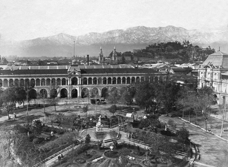 Enterreno - Fotos históricas de chile - fotos antiguas de Chile - Plaza de Armas de Santiago alrededor del año 1890