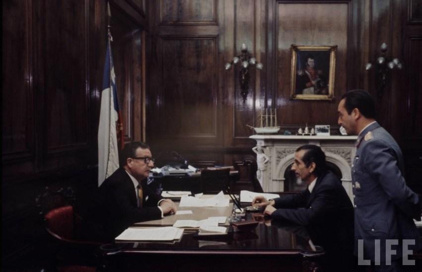 Enterreno - Fotos históricas de chile - fotos antiguas de Chile - Salvador Allende junto a José Tohá en 1971