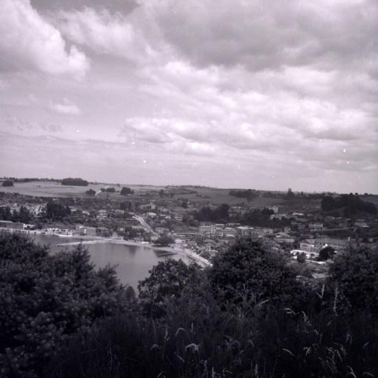 Enterreno - Fotos históricas de chile - fotos antiguas de Chile - Vista de Puerto Varas desde Cerro Philippi, ca. 1965
