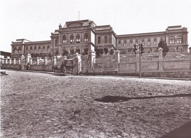 Enterreno - Fotos históricas de chile - fotos antiguas de Chile - La antigua Escuela Naval de Chile, 1900
