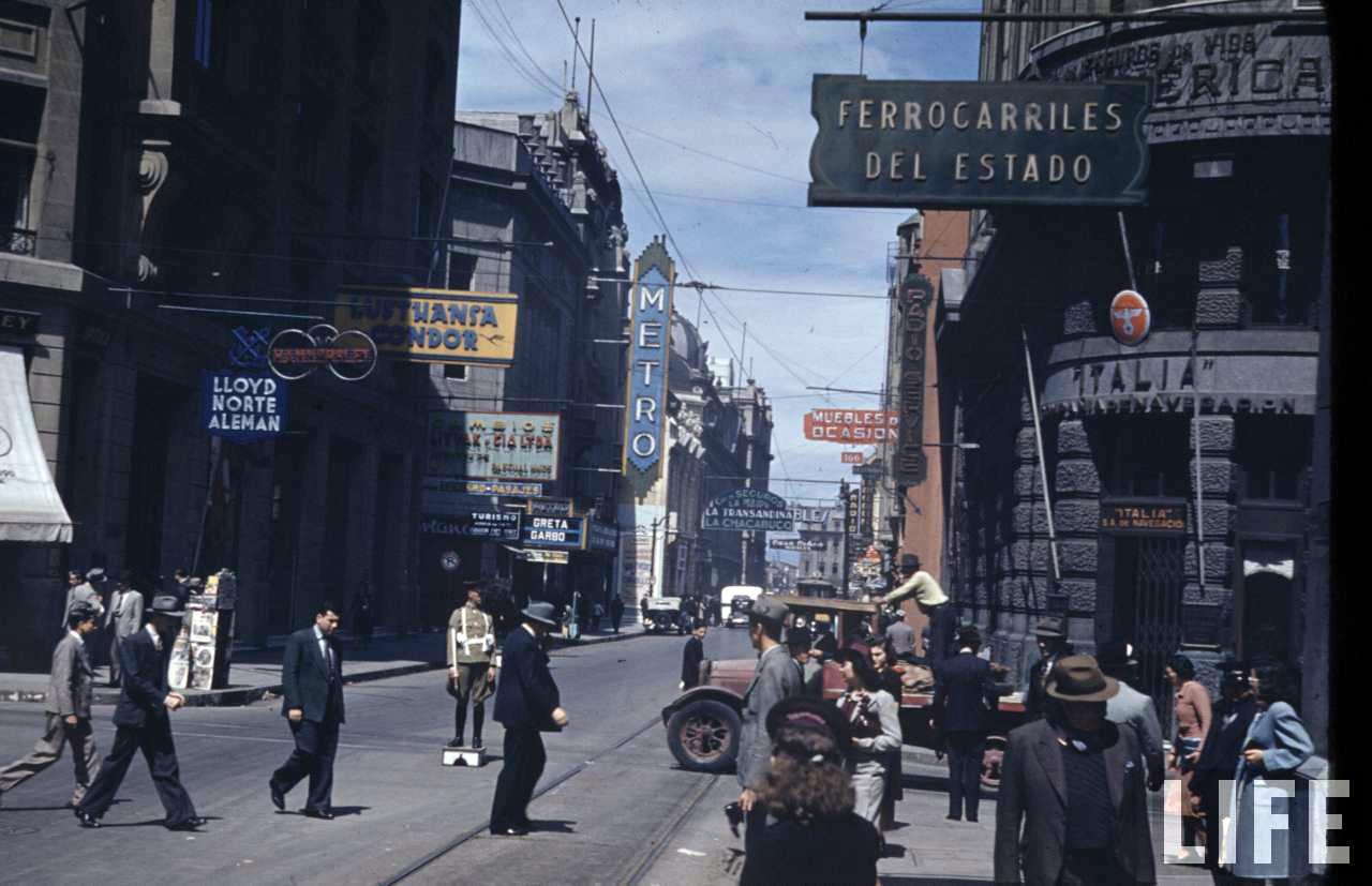 Enterreno - Fotos históricas de chile - fotos antiguas de Chile - Calle Bandera de Santiago en 1941