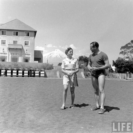 Enterreno - Fotos históricas de chile - fotos antiguas de Chile - Veraneantes en la Playa de Pucón, 1941