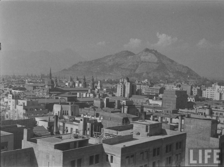 Enterreno - Fotos históricas de chile - fotos antiguas de Chile - Vista hacia la Plaza de Armas y Cerro San cristobal 1941