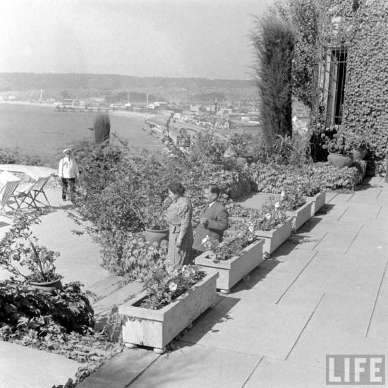 Enterreno - Fotos históricas de chile - fotos antiguas de Chile - Presidente Pedro Aguirre Cerda y Sra. en el Castillo Presidencial, 1941.