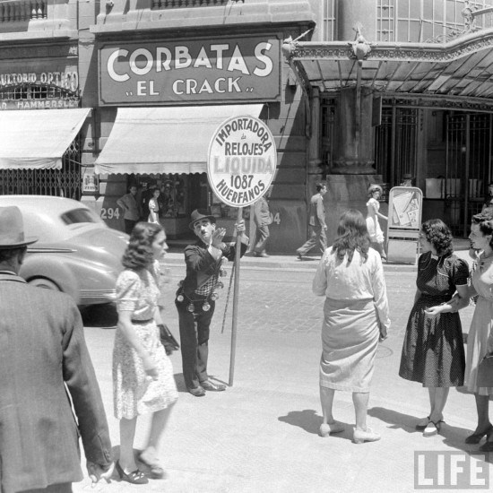 Enterreno - Fotos históricas de chile - fotos antiguas de Chile - Huérfanos esquina Bandera 1941