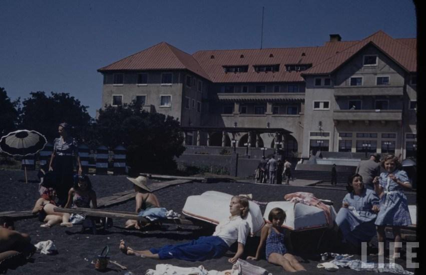 Enterreno - Fotos históricas de chile - fotos antiguas de Chile - Hotell y Playa de Pucon 1941