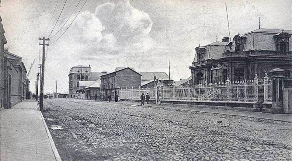 Enterreno - Fotos históricas de chile - fotos antiguas de Chile - Calle Hernando de Magallanes de Punta Arenas en 1910