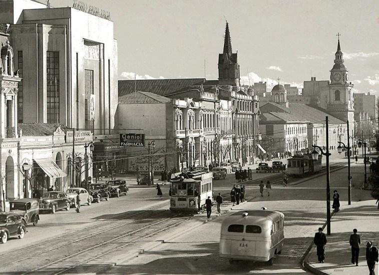 Enterreno - Fotos históricas de chile - fotos antiguas de Chile - Alameda de Santiago en 1940