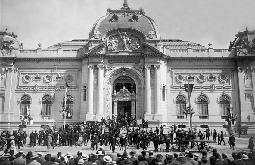 Enterreno - Fotos históricas de chile - fotos antiguas de Chile - Inauguración Museo Bellas Artes de Santiago en 1910