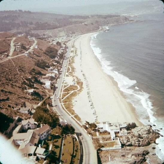 Enterreno - Fotos históricas de chile - fotos antiguas de Chile - Playa de Reñaca desde el aire en 1960