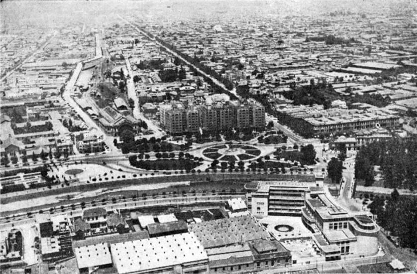 Enterreno - Fotos históricas de chile - fotos antiguas de Chile - Vista desde el Cerro San Cristóbal hacia Plaza Baquedano en 1941