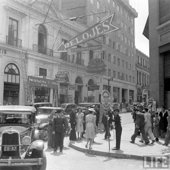 Enterreno - Fotos históricas de chile - fotos antiguas de Chile - Huerfanos con bandera 1941