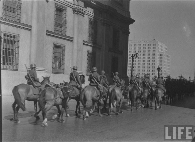 Enterreno - Fotos históricas de chile - fotos antiguas de Chile - Calle Teatinos 1941 Santiago