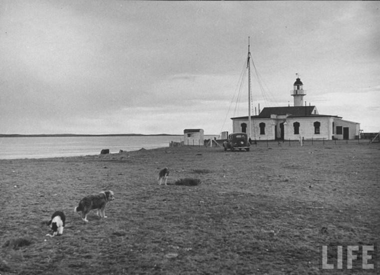 Enterreno - Fotos históricas de chile - fotos antiguas de Chile - Faro Punta Delgada en 1940