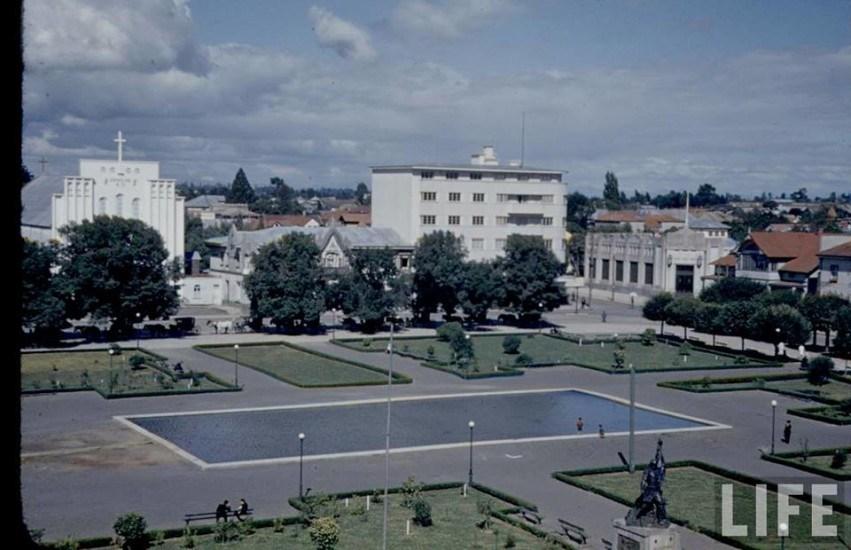 Enterreno - Fotos históricas de chile - fotos antiguas de Chile - La Plaza de Armas de Osorno en el año 1944.