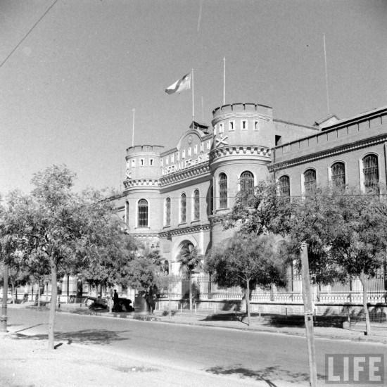 Enterreno - Fotos históricas de chile - fotos antiguas de Chile - Arsenales de Guerra en calle Blanco Encalada en el año 1941.
