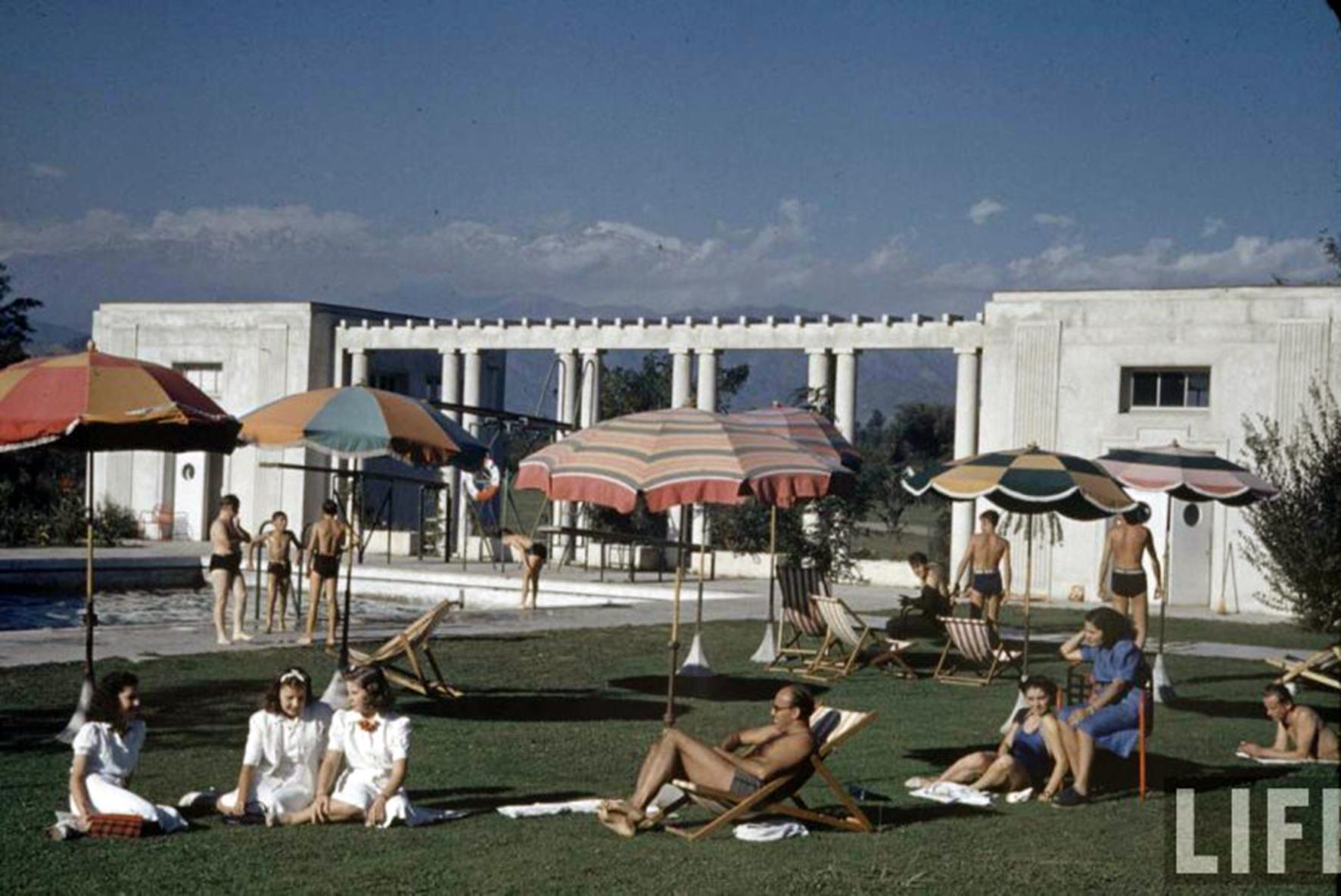 Enterreno - Fotos históricas de chile - fotos antiguas de Chile - Veraneantes en Club de Golf Los Leones en el año 1941.