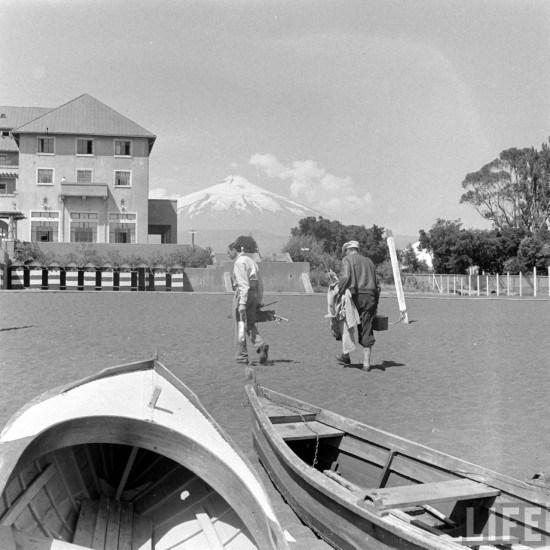 Enterreno - Fotos históricas de chile - fotos antiguas de Chile - Playa de Pucon 1941