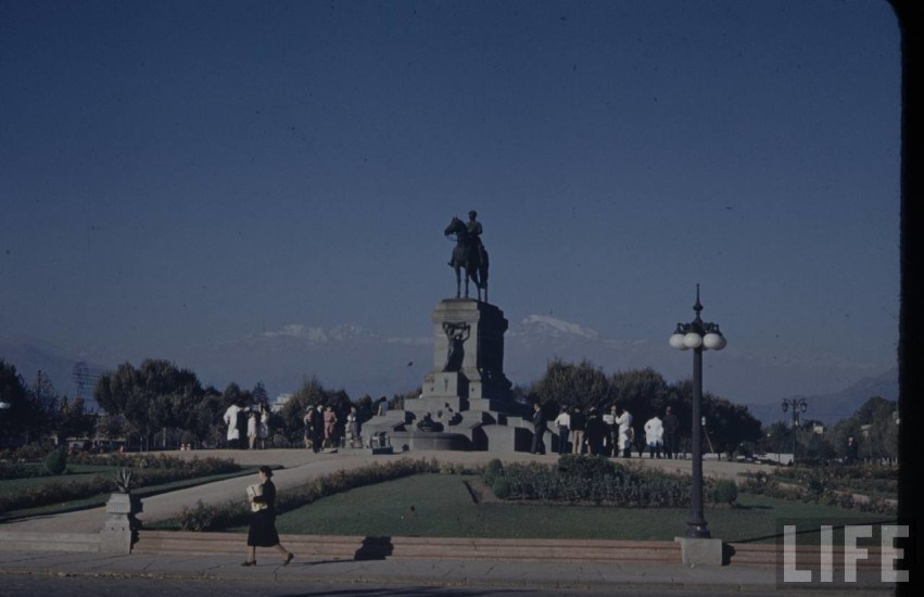 Enterreno - Fotos históricas de chile - fotos antiguas de Chile - Plaza Baquedano de Santiago en el año 1941.