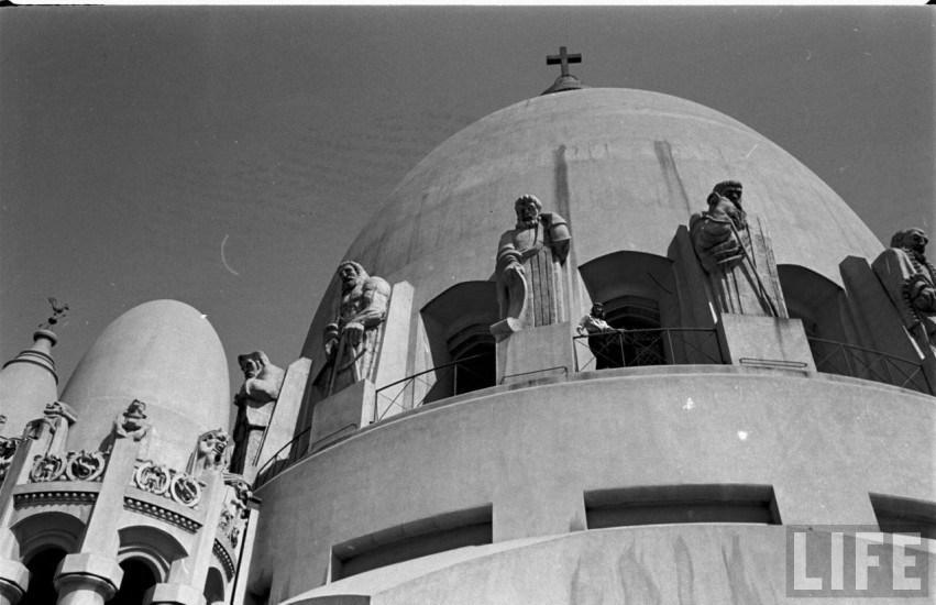 Enterreno - Fotos históricas de chile - fotos antiguas de Chile - La obra de Lily Garafulic en la Basílica de Lourdes en el año 1946