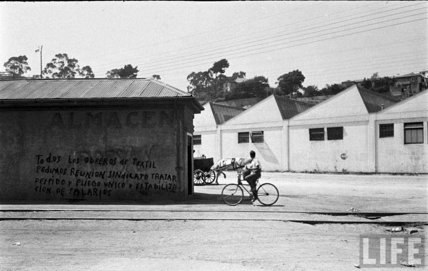 Enterreno - Fotos históricas de chile - fotos antiguas de Chile - Huelga de trabajadores de Textil Viña en el año 1950