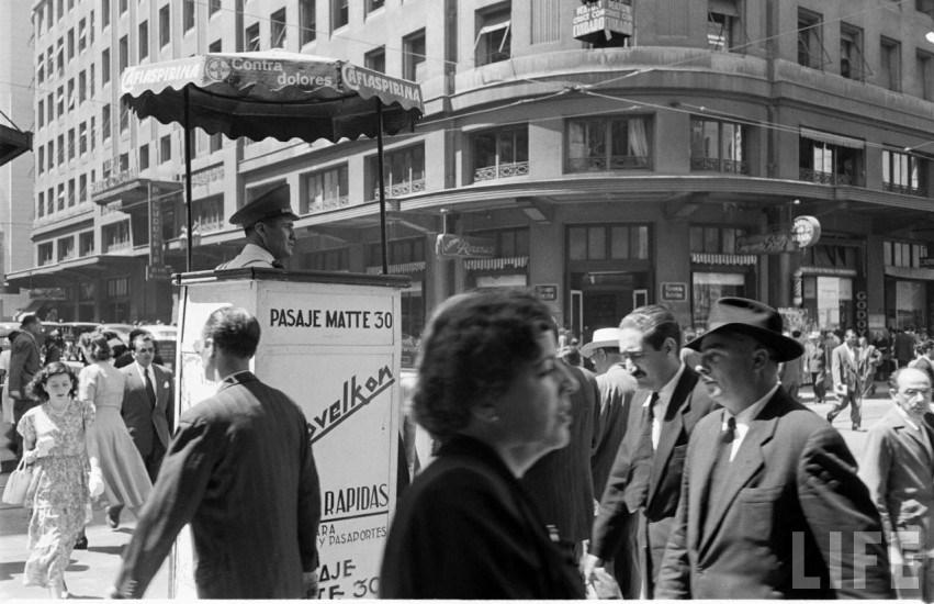 Enterreno - Fotos históricas de chile - fotos antiguas de Chile - Centro de Santiago en el año 1950
