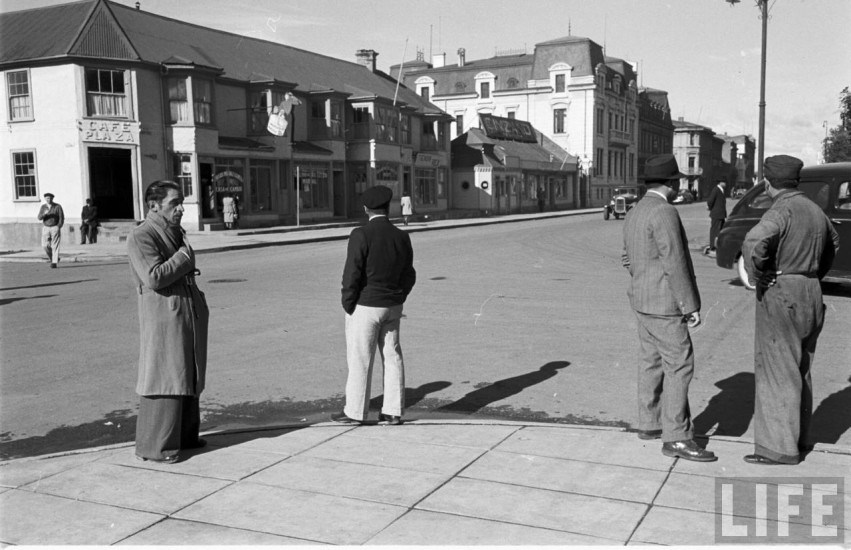 Enterreno - Fotos históricas de chile - fotos antiguas de Chile - Calle 21 de Mayo de Punta Arenas, en el año 1950