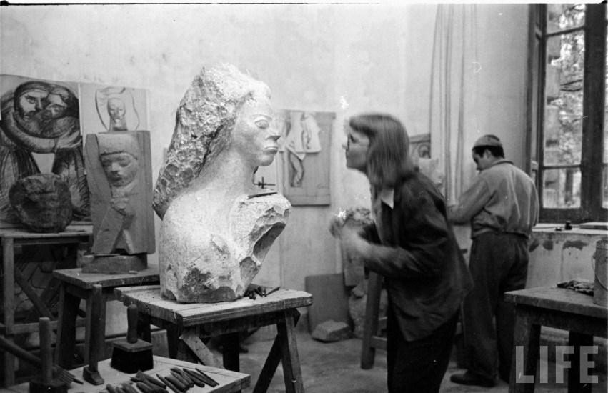 Enterreno - Fotos históricas de chile - fotos antiguas de Chile - Lily Garafulic en su taller en el año 1946