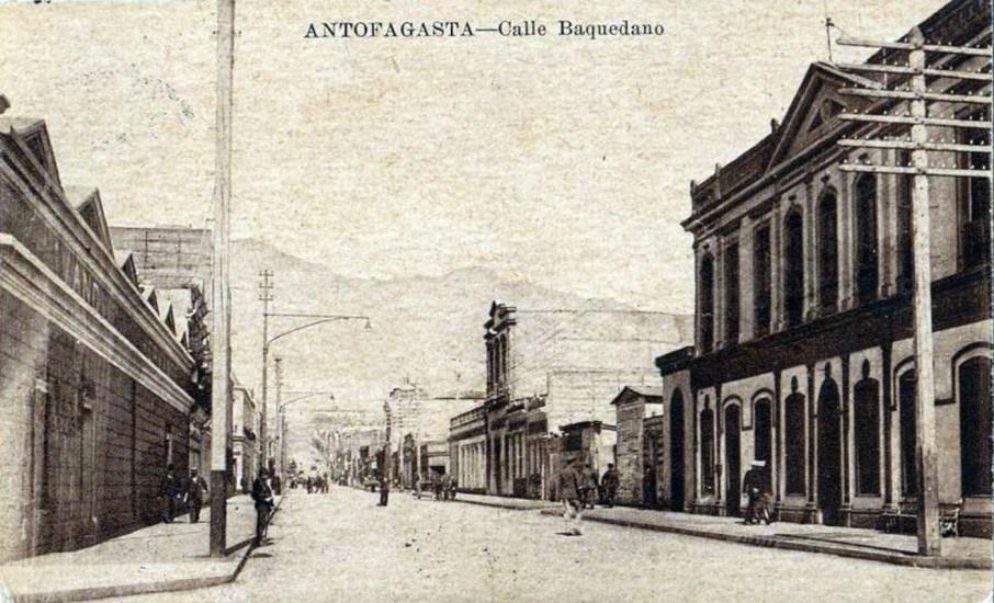 Enterreno - Fotos históricas de chile - fotos antiguas de Chile - Calle baquedano en Antofagasta 1941