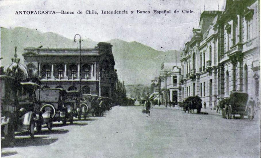 Enterreno - Fotos históricas de chile - fotos antiguas de Chile - Banco de Chile, Intendencia y Banco Español de Antofagasta en 1910.