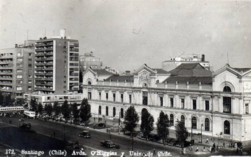 Enterreno - Fotos históricas de chile - fotos antiguas de Chile - Alameda de Santiago frente a Universidad de Chile, 1947.