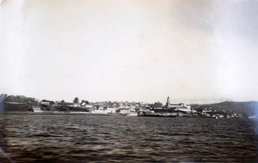 """Enterreno - Fotos históricas de chile - fotos antiguas de Chile - Ancud desde navío """"El Mercedes"""" en 1936."""