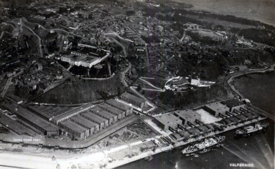 Enterreno - Fotos históricas de chile - fotos antiguas de Chile - Valparaíso desde el aire a principios de Siglo XX.