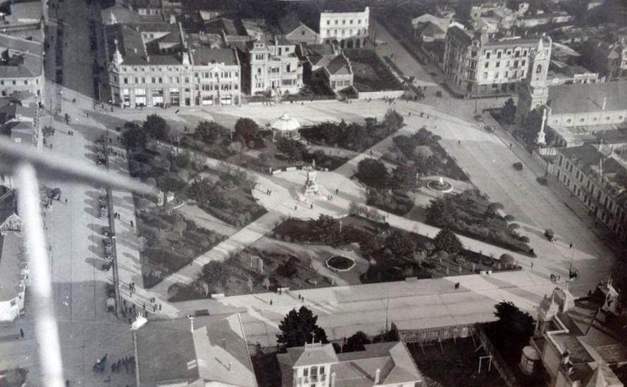 Enterreno - Fotos históricas de chile - fotos antiguas de Chile - Plaza Muñoz Gamero de Punta Arenas desde el aire, entre 1920 y 1930.