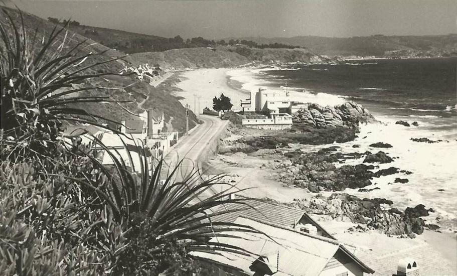 Enterreno - Fotos históricas de chile - fotos antiguas de Chile - Playa de Reñaca y camino costero a Concón en 1954.