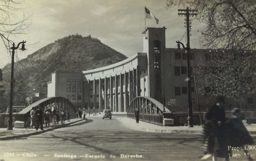 Enterreno - Fotos históricas de chile - fotos antiguas de Chile - Escuela de Derecho de la Universidad de Chile a finales de los 30's