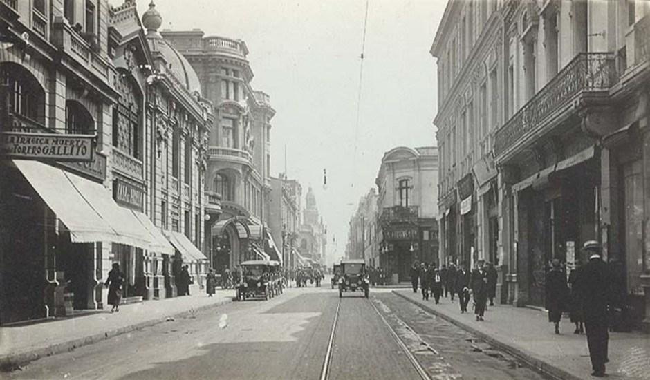 Enterreno - Fotos históricas de chile - fotos antiguas de Chile - Calle Ahumada alrededor de  1920