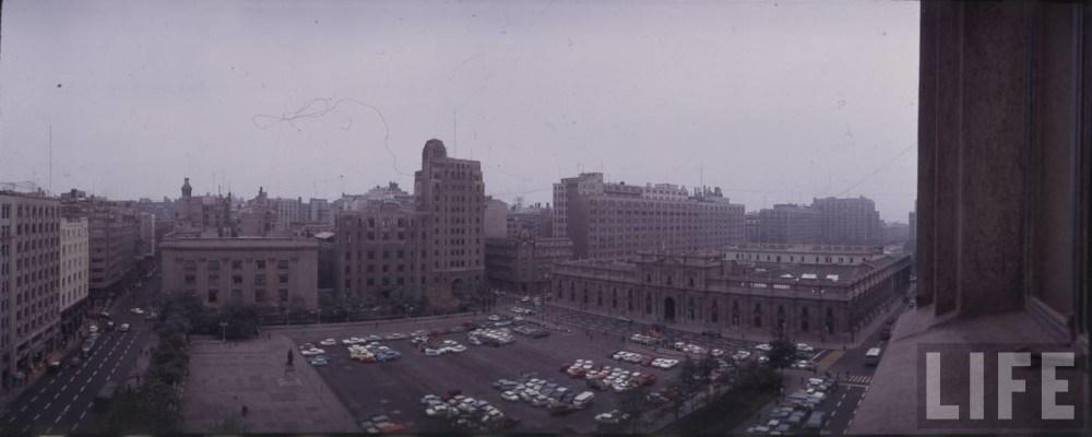 Enterreno - Fotos históricas de chile - fotos antiguas de Chile - Plaza de la Constitucion 1973