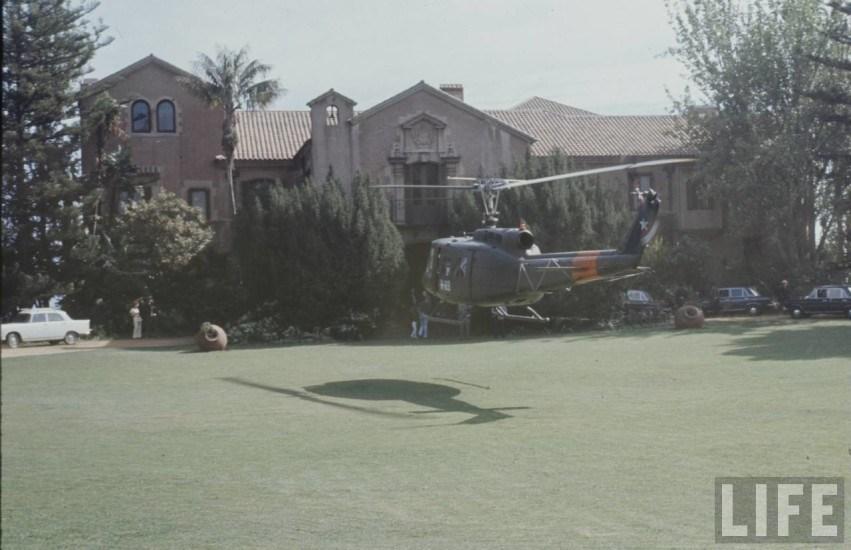 Enterreno - Fotos históricas de chile - fotos antiguas de Chile - Helicóptero en Palacio Cerro Castillo en 1973