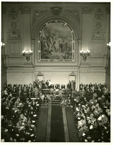 Enterreno - Fotos históricas de chile - fotos antiguas de Chile - Presidente Gonzalez Videla en el ex Congreso Nacional en 1946